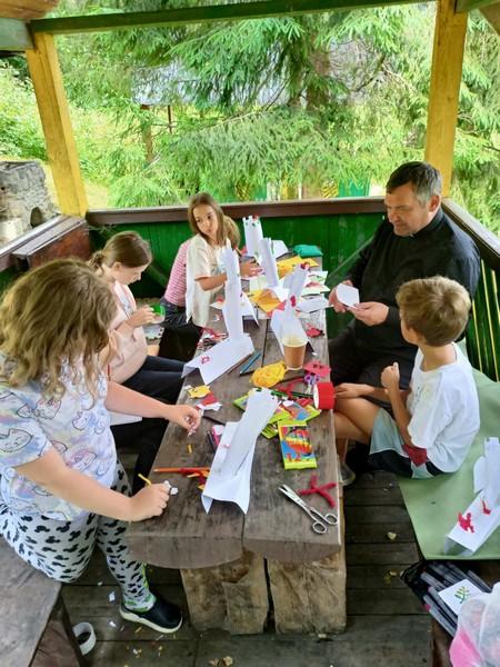 Запрошуємо дітей до оздоровчих таборів на парафії
